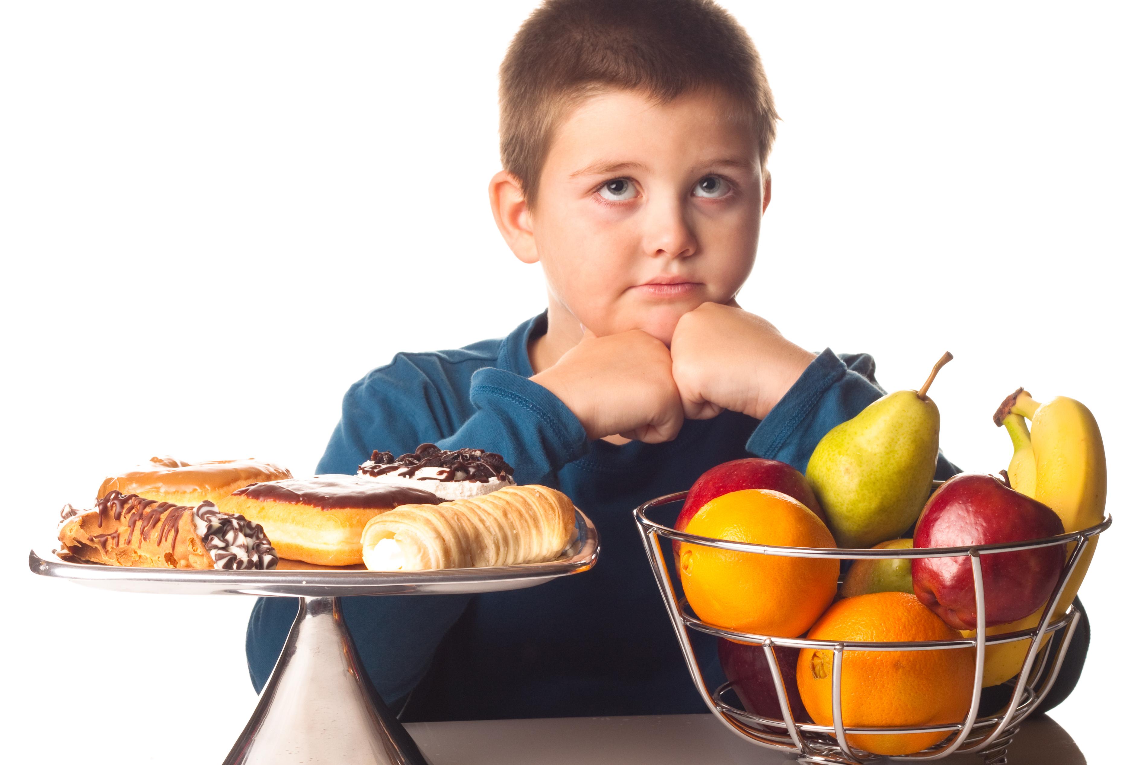 Obesidade de crianças e adolescentes aumentou 10 vezes desde 1975, diz estudo